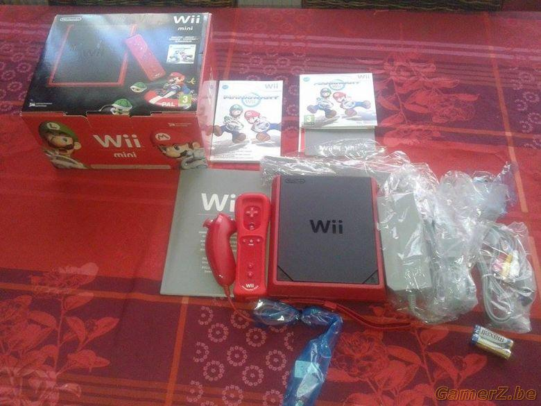 console wii mini neuve jamais utilis e avec manette et un. Black Bedroom Furniture Sets. Home Design Ideas